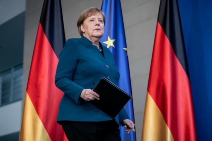 Канцлер Германии Ангела Меркель собирается сделать заявление для прессы о распространении нового коронавируса COVID-19, Берлин, 22 марта 2020 года. MICHAEL KAPPELER/POOL/AFP via Getty Images   Epoch Times Россия