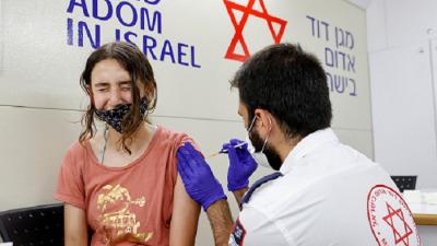 Коронавирус: Израиль объявил обязательной вакцинацию в школах для учеников старше 12 лет