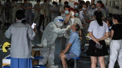 Массовое тестирование на COVID-19 в Китае приводит к новым заражениям