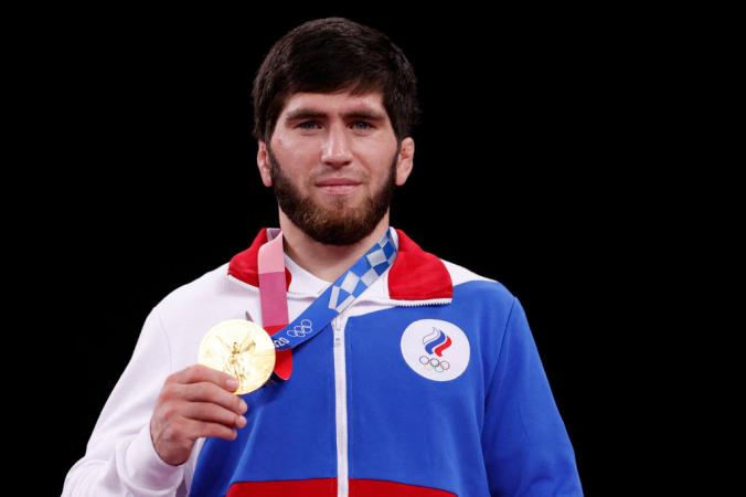 Российский борец Заур Угуев  стал золотым медалистом Олимпиады в Токио. Фото: JACK GUEZ/AFP via Getty Images   Epoch Times Россия