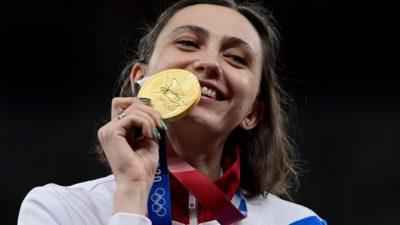 Российских олимпийцев встретили в Москве с гимном и флагом