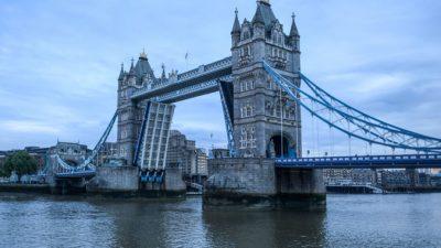 В Лондоне восстановили  Тауэрский мост, простоявший разведённым 12 часов