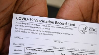 Тысячи поддельных карт вакцинации COVID-19 из Китая изъяты в Теннесси