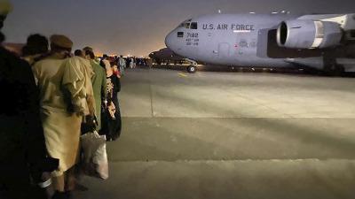 Эвакуация ваэропорту Кабула продолжается, несмотря на ракетные атаки