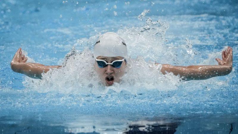 Россиянка Валерия Шабалина плывёт 100 метров баттерфляем в категории S14 на Паралимпийских играх в Токио-2020, 25 августа 2021 г. YASUYOSHI CHIBA/AFP via Getty Images   Epoch Times Россия