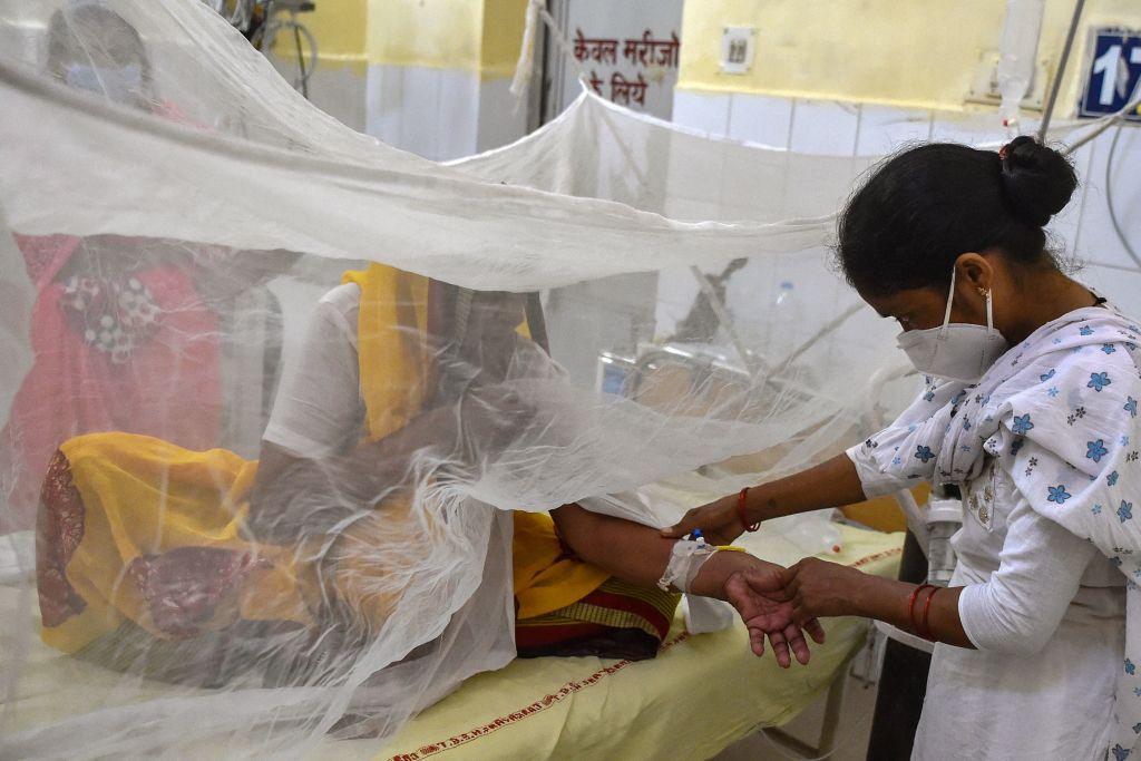 В Индии закрыли школы из-за неизвестной лихорадки, от которой скончались 68 человек