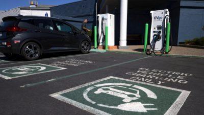 Байден распорядился, чтобы половина всех автомобилей, продаваемых вСША к2030 году, неимели выбросов