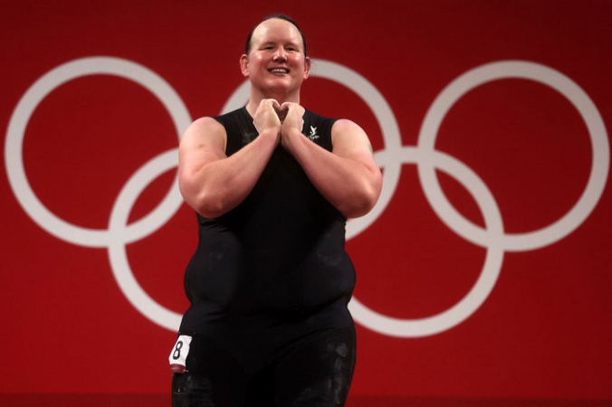 Лорел Хаббард из сборной Новой Зеландии на соревнованиях по тяжёлой атлетике - женщины 87 кг + группа A в десятый день Олимпийских игр в Токио 2020 на Токийском международном форуме 2 августа 2021 года в Токио, Япония. (Фото Криса Грейтена / Getty Images) | Epoch Times Россия