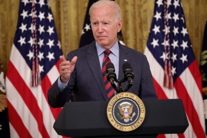 Президент Джо Байден отвечает навопросы вовремя мероприятия вВосточном зале Белого дома 3августа 2021г. (Win McNamee / Getty Images)   Epoch Times Россия