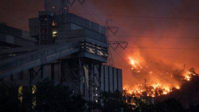 Лесной пожар в Турции перекинулся на тепловую электростанцию