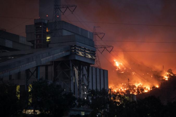 Пожар на Кемеркёйской теплоэлектростанции 4 августа 2021 года в Мугле, Турция. Chris McGrath/Getty Images | Epoch Times Россия