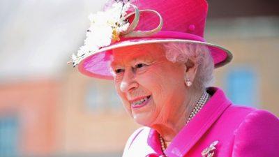 Королева Великобритании может подать в суд на принца Гарри и Меган Маркл