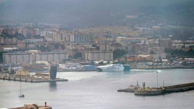 Российские военные корабли не пустили в порт Испании