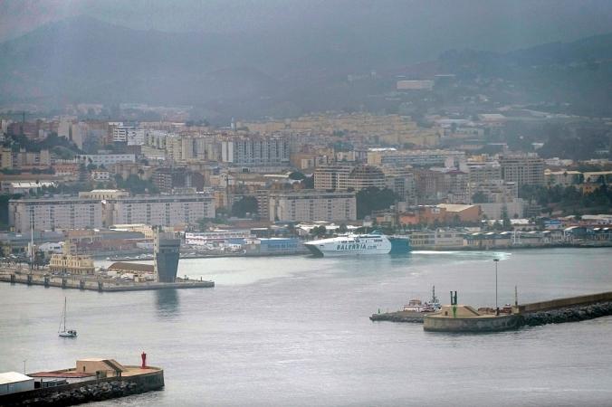 Испанский морской порт Сеута на северном побережье Африки, 26 октября 2016 года. Сегодня Россия отказалась от планов по дозаправке военных кораблей, направляющихся в Сирию, в порту Сеута, испанской территории на северном побережье. JORGE GUERRERO/AFP via Getty Images   Epoch Times Россия