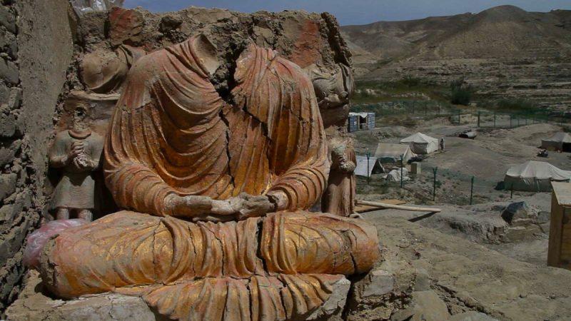 Статуя сидящего Будды, раскопанная в Мес-Айнаке, в 25 милях от Кабула. (Брент Хаффман / German Camera Productions)    Epoch Times Россия