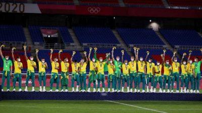 Сборная Бразилии по футболу отказалась надеть китайские футболки на церемонии награждения на Олимпийских играх в Токио