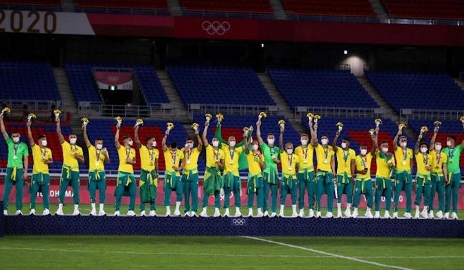 Золотые медалисты Олимпийских игр в Токио празднуют во время церемонии награждения на Международном стадионе Йокогама, Иокогама, Япония, 7 августа 2021 года. (REUTERS / Amr Abdallah Dalsh / File Photo)   Epoch Times Россия
