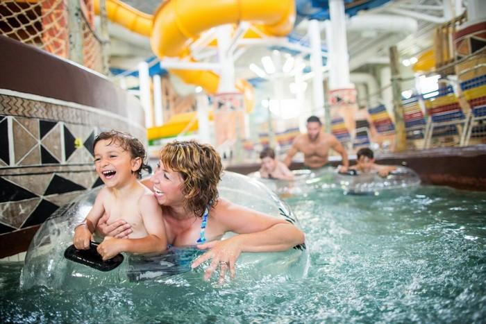Курорт Калахари располагает крупнейшими вВисконсине крытым иоткрытым аквапарками. (Предоставлено Бюро потуризму иконгрессам штата Висконсин Деллс)
