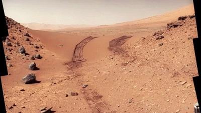 Земляные скалы указывают путь к воде, спрятанный на Марсе