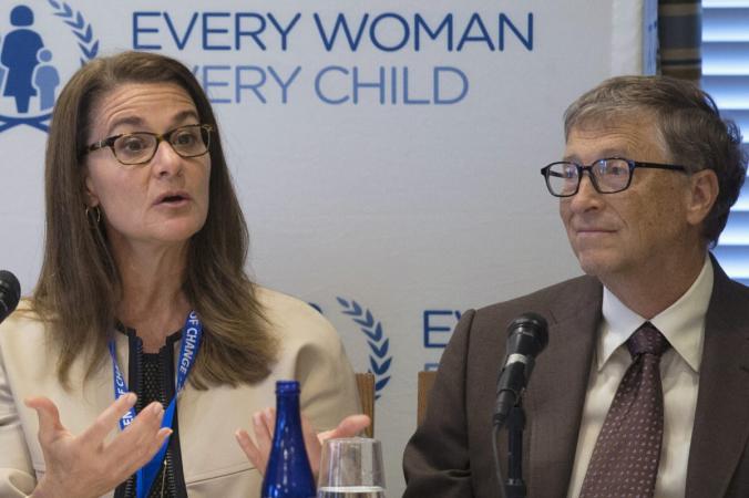 Мелинда Гейтс и её муж, соучредитель Microsoft Билл Гейтс, соучредители Фонда Билла и Мелинды Гейтс, присутствуют на пресс-конференции ООН «Каждая женщина, каждый ребёнок» в Нью-Йорке 24 сентября 2015 г. (Pearl Gabel/Reuters) | Epoch Times Россия