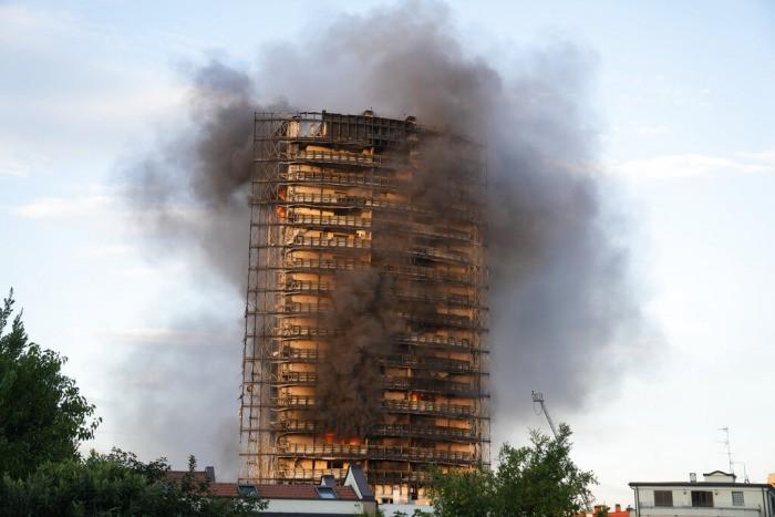 20-этажный жилой дом в Милане быстро сгорел из-за легко воспламеняющейся облицовки