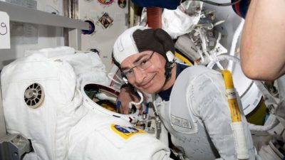 Небольшая проблема со здоровьем у астронавта НАСА задержала выход в открытый космос