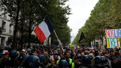 Протесты противников ковидных пропусков во Франции продолжаются четвёртую неделю