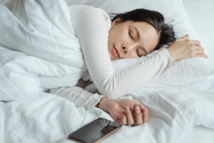 Вас преследуют во сне, вы теряете зубы или падаете? А что наука говорит о сновидениях?