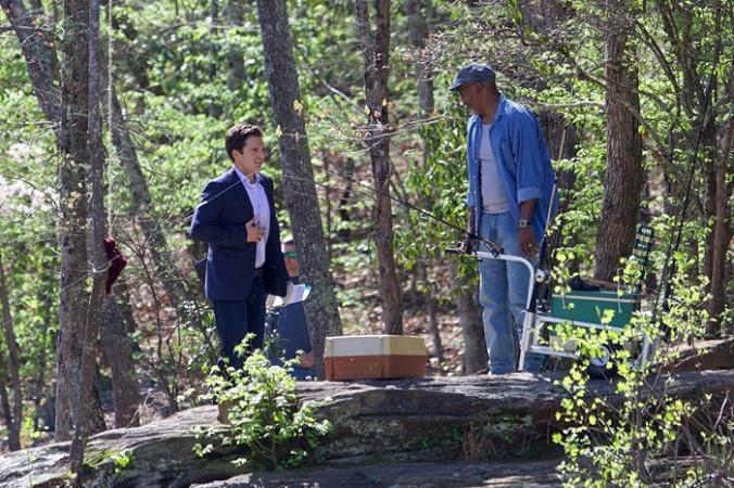 Себастьян Стэн (слева) и Сэмюэл Л. Джексон, (Кадр из фильма «Последняя граница»/скриншот) | Epoch Times Россия