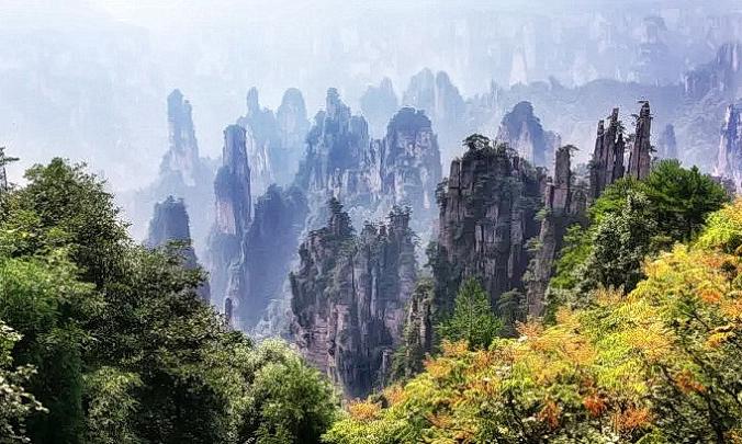 Расположенный в Центральном Китае, Чжанцзяцзе известен своими горными вершинами, которых насчитывается более 200.(Изображение:<a href=