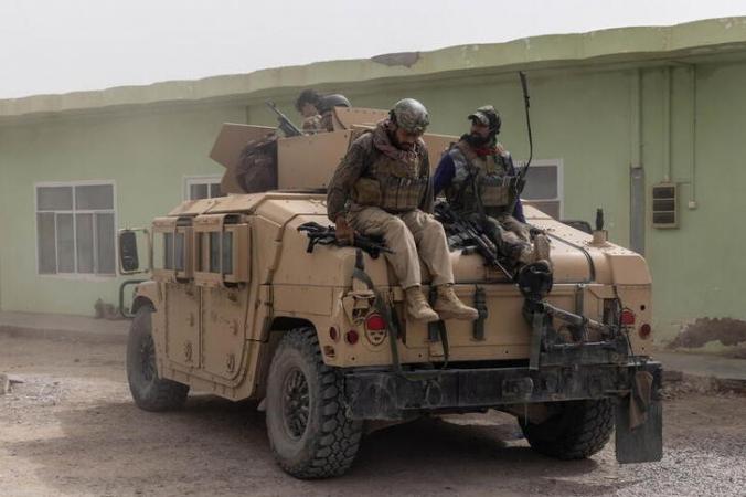 Афганские спецназовцы прибыли на свою базу после ожесточенных столкновений с талибами в провинции Кандагар, Афганистан, 13 июля 2021 года. (Danish Siddiqui/Reuters) | Epoch Times Россия