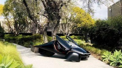 Автомобиль Aptera для езды использует силу солнца