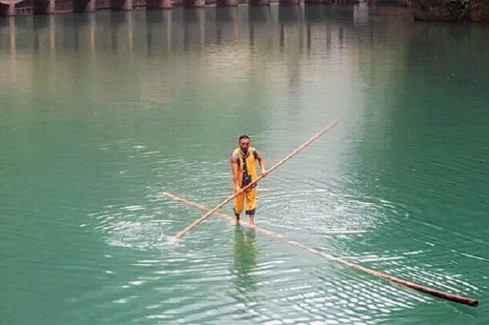 Скольжение на бамбуковом шесте впервые появилось во времена правления династии Цинь (221-206 гг. до н. э.) как средство передвижения (Image: interactchina)