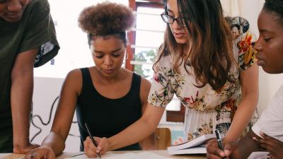Стоит ли начинать бизнес с друзьями и родственниками?