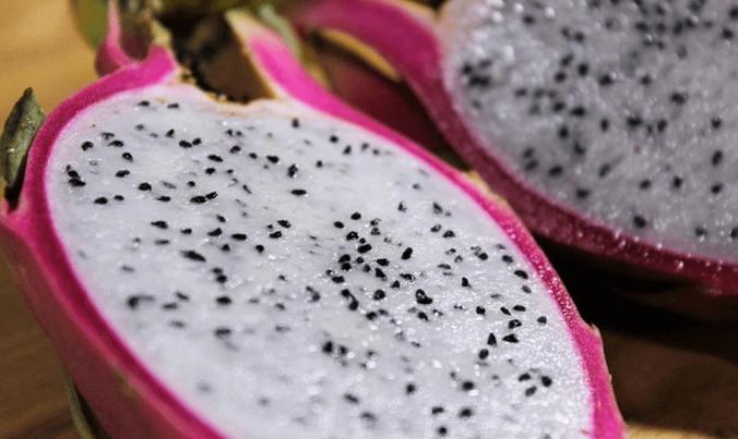 Употребление большего количества драконовых фруктов (питахайя или питайя) и воздержание от раздражающих продуктов, может помочь улучшить состояние кожи. (Изображение: через <a href=