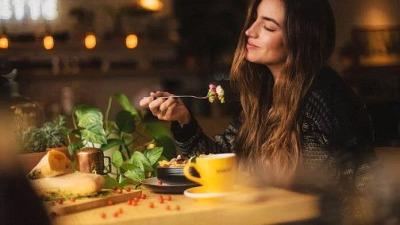 Привычки в еде, помогающие при хроническом стрессе