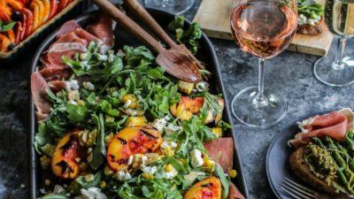 Летний салат с персиками гриль
