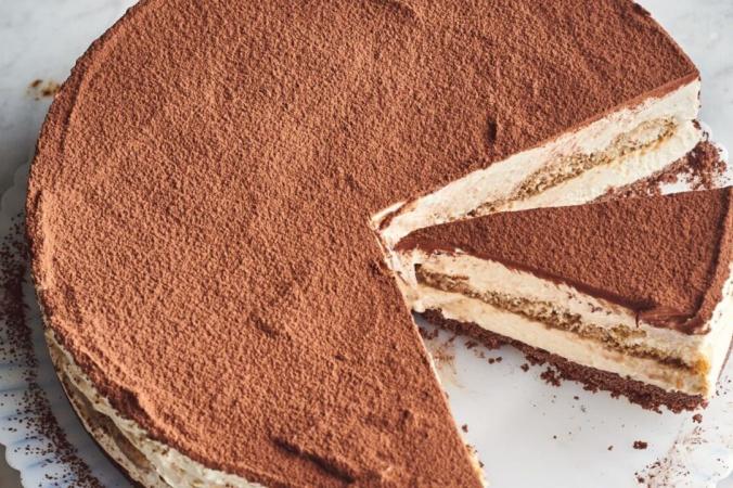 Слой дамских пальчиков(печенье савоярди), пропитанных кофе, станет прекрасным сюрпризом в центре торта. (Джо Лингеман / TNS) | Epoch Times Россия