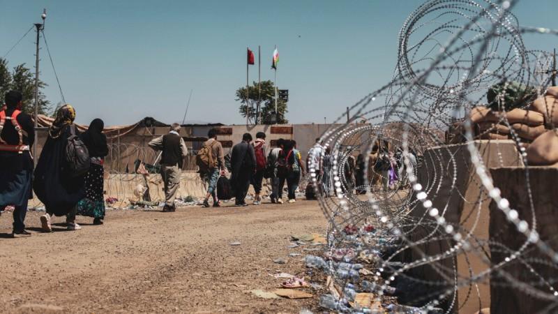 Эвакуированные идут на регистрацию во время эвакуации в международном аэропорту Хамида Карзая, Кабул, Афганистан, 25 августа 2021 г. (U.S. Marine Corps/Sgt. Isaiah Campbell/Handout via Reuters)  | Epoch Times Россия