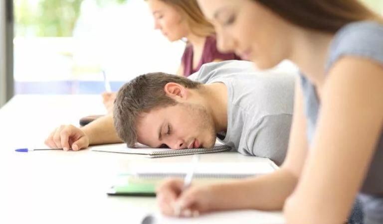 Тело также может чувствовать усталость при обезвоживании. (Изображение: через Dreamstime.com © Антонио Гиллем) | Epoch Times Россия