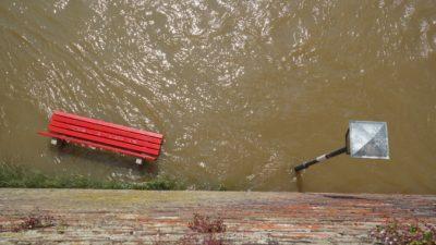 Ночной ливень затопил Екатеринбург и повредил 89 светофоров (Видео)