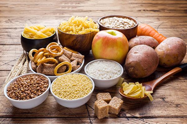 Многие страдают пародонтозом. Как его вылечить диетой? (Shutterstock) | Epoch Times Россия
