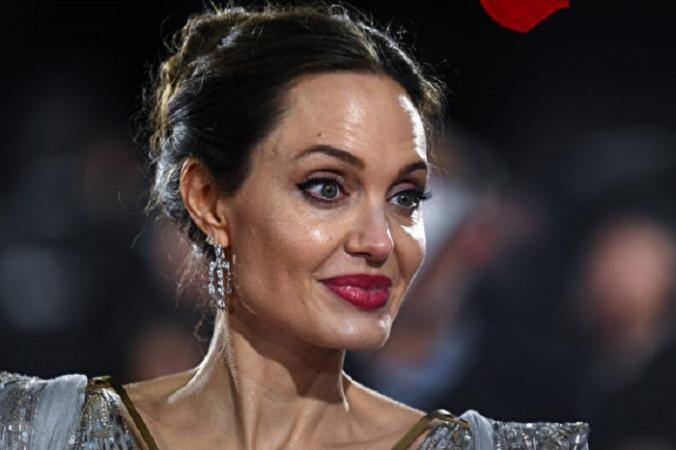 Анджелина Джоли открыла аккаунт в «Инстаграме», чтобы помогать афганцам бороться за свои права. (Gareth Cattermole/Getty Images for Disney)   Epoch Times Россия