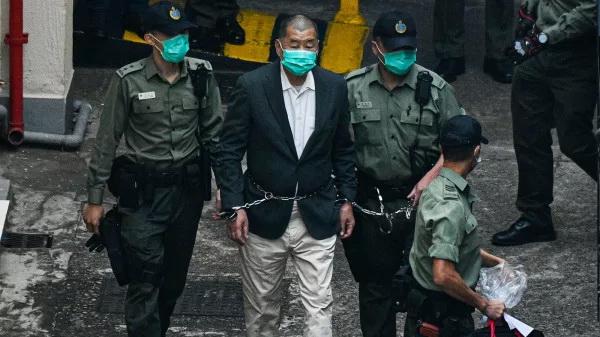 16апреля 2021 года девять гонконгских ветеранов демократических активистов изаконодателей, втом числе Джимми Лай, основатель газеты Apple Daily, были приговорены ктюремному заключению насрок от8 до18 месяцев. (Изображение: через secretchina.com)