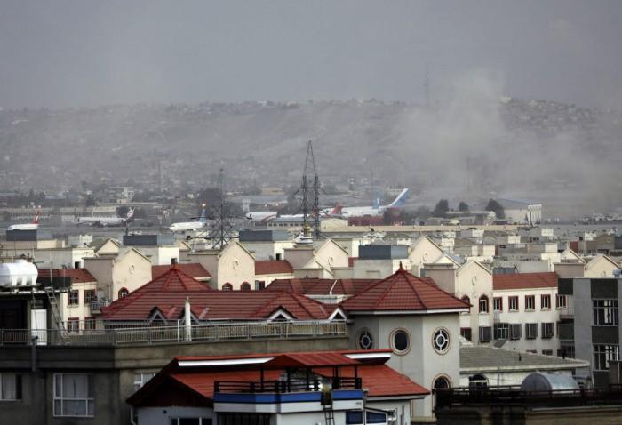 Бывший британский офицер, оставшийся в Кабуле, планирует сбежать по суше вместе с 400 афганцами