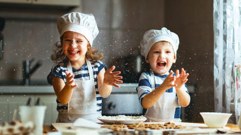Дети могут научиться ответственности, выполняя различные обязанности. (Евгений Атаманенко / Shutterstock)    Epoch Times Россия