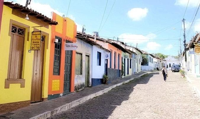 Ленсойс с его тщательно отреставрированными красочными колониальными зданиями, знаменитыми мощеными улицами и уютными и уютными ресторанами является идеальным местом для отдыха.(Изображение: <a href=