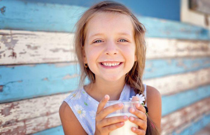 Сохранение гидратации помогает вырабатывать слюну, которая помогает предотвратить гингивит и предотвратить образование вредных бактерий вокруг зубов и десен. (Таня Колинько / Shutterstock) | Epoch Times Россия