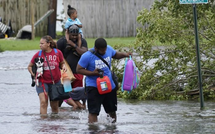 Ураган «Ида» обесточил более миллиона домов в Луизиане, спасатели снимают жертв наводнения с крыш и чердаков