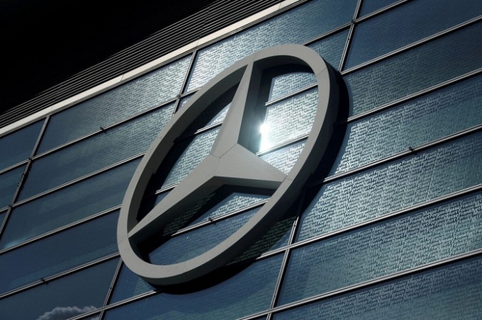 Логотип Mercedes-Benz изображён на Франкфуртском автосалоне (IAA) 2019 во Франкфурте, Германия, 10 сентября 2019 г. (Ralph Orlowski/File Photo/Reuters)   Epoch Times Россия